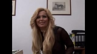 Amazing milf with stunning body has solo sex!